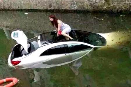 Samochód w wodzie